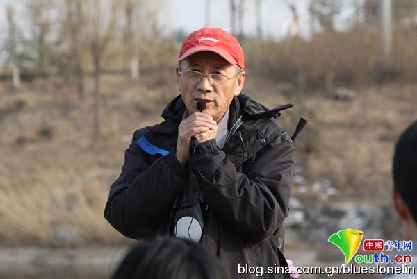 自然大学志願者张祥,長期觀察北京水系的污染問題。(圖片來源:林吉洋)
