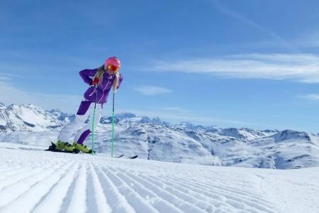 Livigno je nejen českými lyžaři oblíbené pro široké sjezdovky, jistotu sněhu i třeba díky promenádě plné parfumerií, kaváren a restaurací a samozřejmě levnému benzínu. Koncem března se stále dobře lyžuje v horních pa...