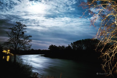 Dordogne under à full, mystic moon #amazinglongexposure  #addicted_to_nights #france #sudouest #gironde #dordogne #photooftheday #like4follow #poesie #river #instatop #instagood #instabest #shotoftheday #night #moon #nikon_photography #nightout #night:spa