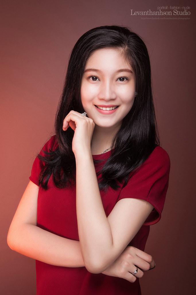 Model Photographer And Retouch L U00ea V U0103n Thanh S U01a1n