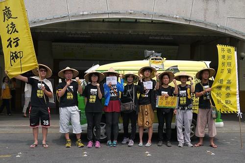 八人行腳團,聲援林義雄先生的反核行動。攝影:郭琇真