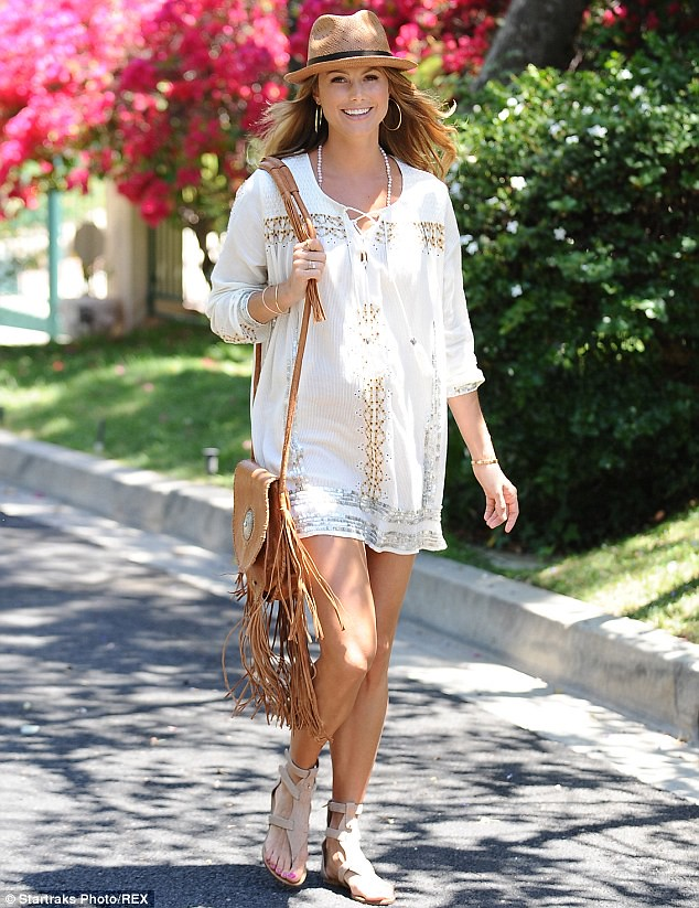 what-to-wear-when-pregnant, , fringed leather bag, brown fringed leather  bag, straw hat, hooped earrings. Topshop embroidered smock dress by Kate Moss, white tunic dress, preggy chic, preggy style chic, preggy fashion chic