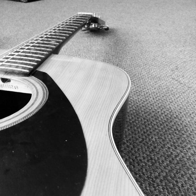 Abis didandanin gitarnya mahisa ajy :p