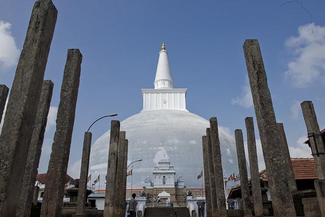 SL026 Ruwanweliseya Stupa - Anuradhapura 01 - Sri Lanka