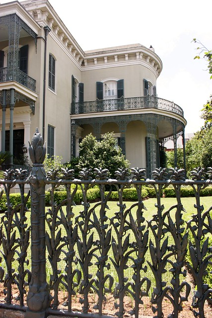 garden-district-new-orleans-corn-fence