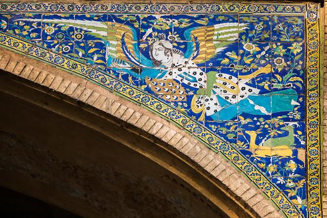 Angel tile decoration in Hasht Behesht palace, Isfahan イスファハン、ハシュト・ベヘシュト宮殿外壁の天使の装飾