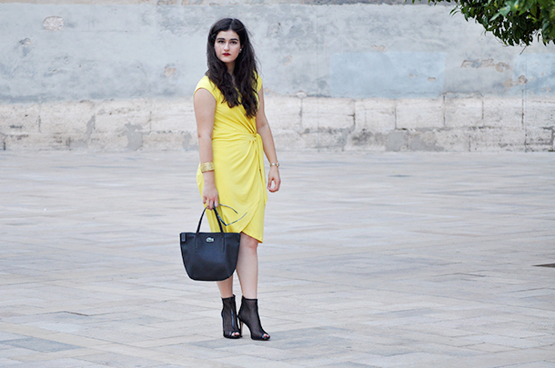 fashion blogger valencia, spain somethingfashion, H&M yellow dress LODI mesh booties sandals, lacoste bag mise en dior earrings amanda, vlc photoshoot moda dolce gabbana blue sunglasses, plaza del patriarca valencia turismo visitar blogger