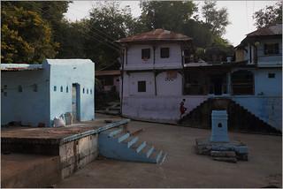 hurried steps, maheshwar