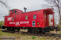 NW 562751 Caboose | Oaklawn Garden | Germantown, Tennessee