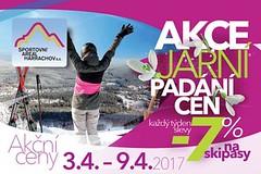 V Harrachově se stále lyžuje a ceny skipasů opět padají