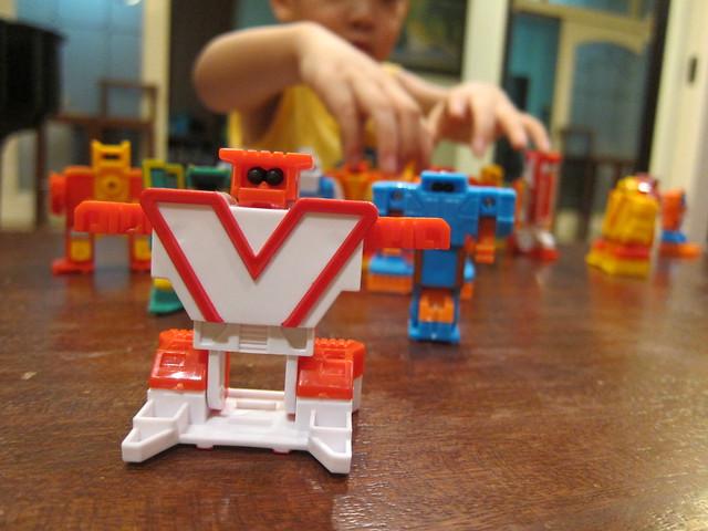 ALPHABET ROBOTS 4