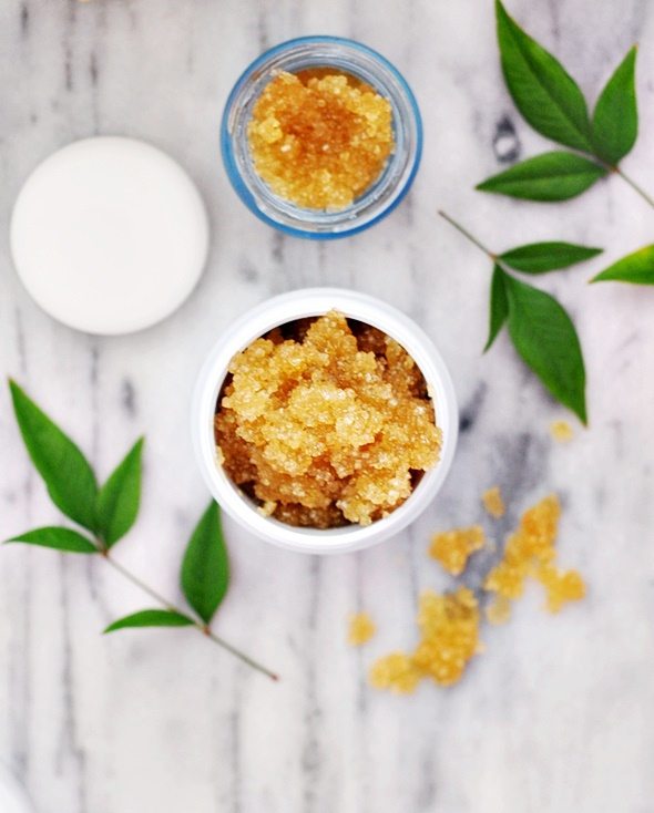 3 Ingredients Dry Skin Scrub | www.fussfreecooking.com