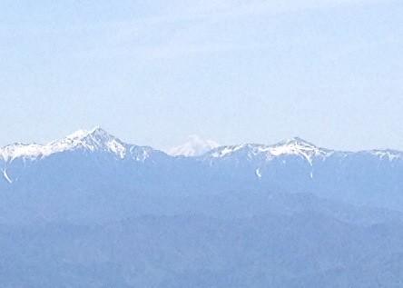 恵那山 山頂小屋裏の岩からの眺望 富士山