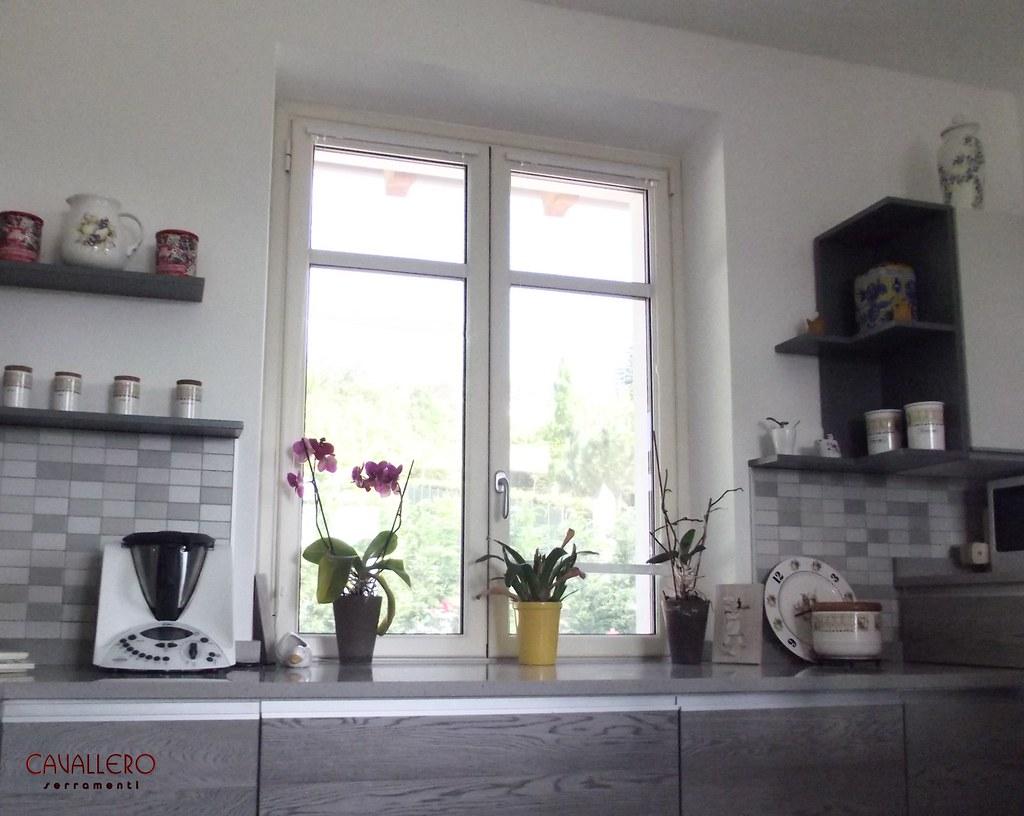 Galleria linea classica - Cucina con finestra ...
