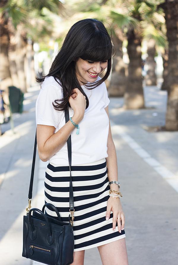 בלוג אופנה, תיק סלין, חצאית פסים, אפונה בלוג אופנה, חולצת טי, israeli fashion blog, tee shirt, stripe skirt, celine bag