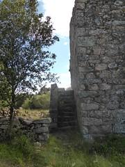 Hameau de Pruna : l'escalier de la 3ème grande maison ruinéee