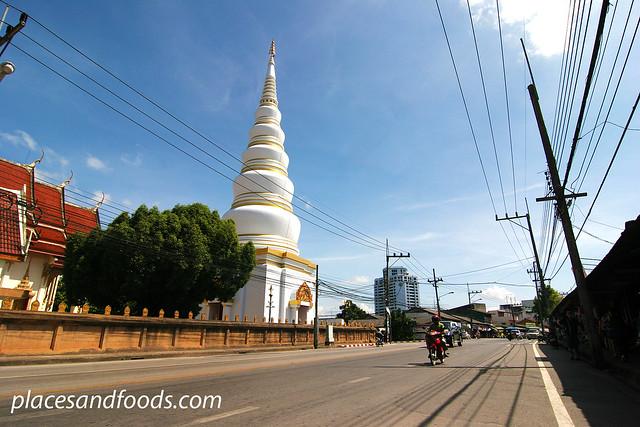 Wat Tantayaphirom white stupa
