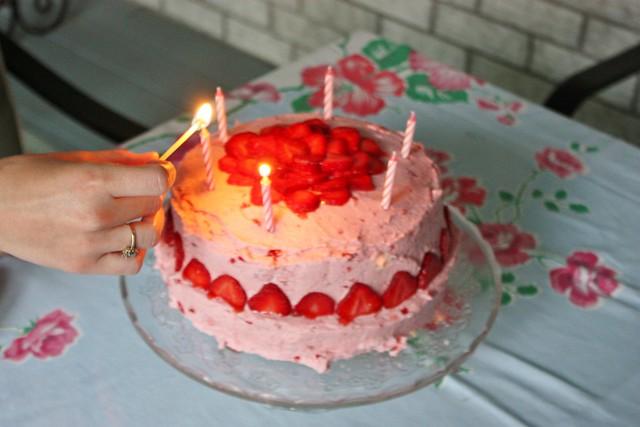 summer-strawberry-cake