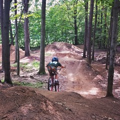 Bombs away! Speed laps with the homies. #bikepark #groms #esxjct #mtb #mtbvt