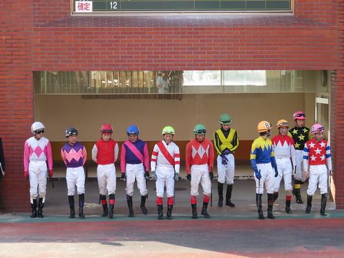 佐賀競馬場パドックでのジョッキー整列