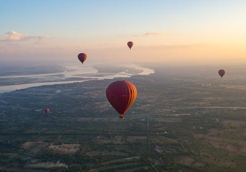 travel bagan myanmar burma southeastasia asia traveling backpacking olympus omd omdem10 sunrise ballooning balloon hotairballoon goldenhour golden landscape 918mm