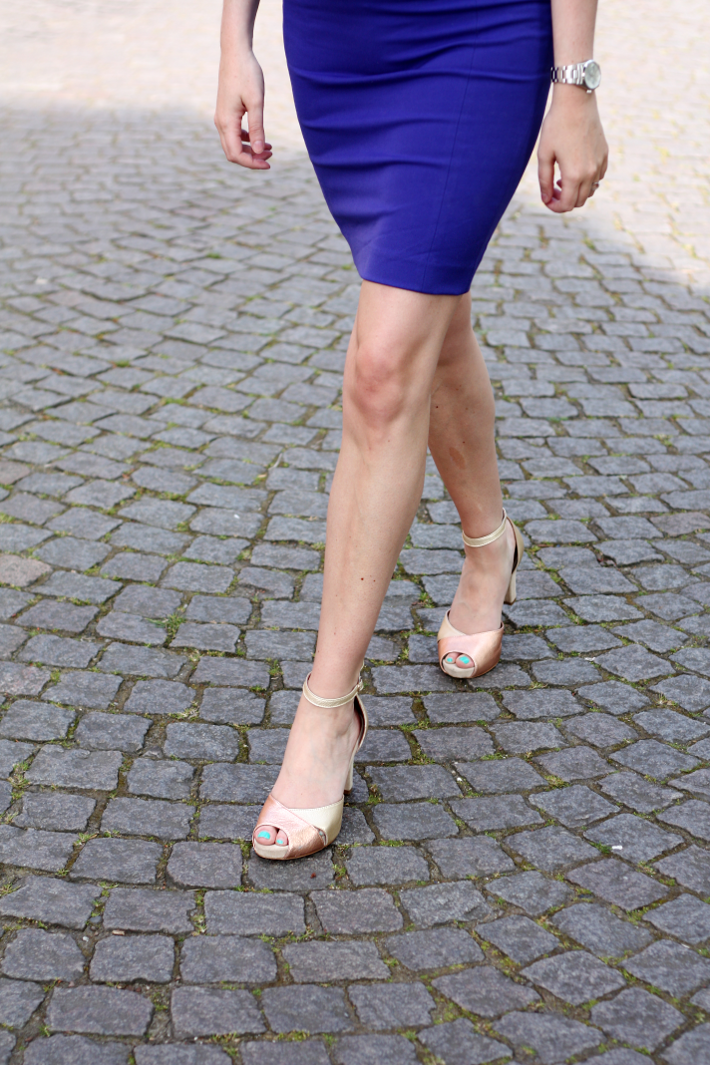 pencil skirt h&m gold heels wonders