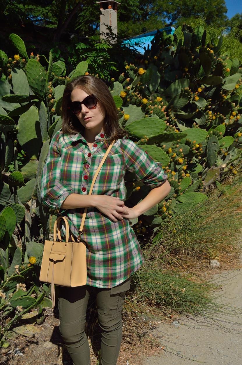 lara-vazquez-madlula-blog-fashion-chic-green-pop-of-biscuit