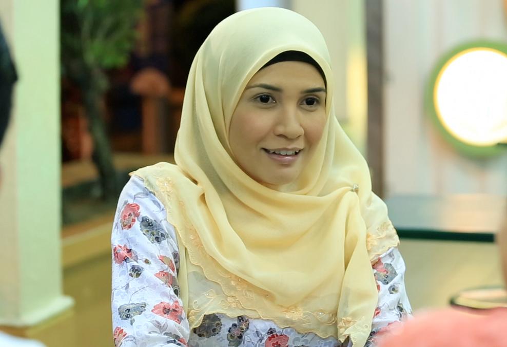 Izreen Azminda sebagai Indah Harlina