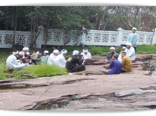 Kesinambungan Gambar 3 Lelaki Jubah Putih di Gunung Jerai