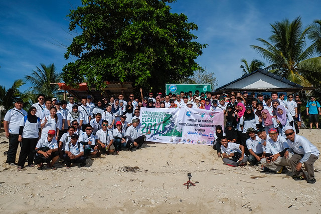 Peserta Labuan Marine Park Beach & Underwater Clean Up 2014