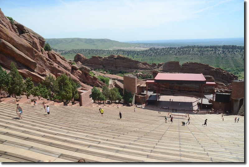 劇院舞台(背後為Stage Rock)