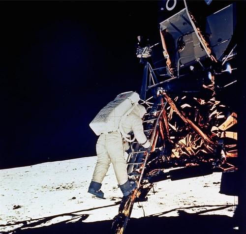 apollo-11-landing-on-the-moon-8c46056081d67d74