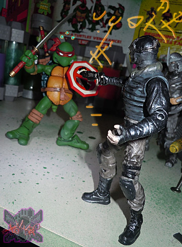 """NINJA TURTLES"" Movie :: FOOT SOLDIER  { tOKKustom PARAMILITARY wash } xx // .. vs. NECA TMNT Leonardo '08  (( 2014 ))"