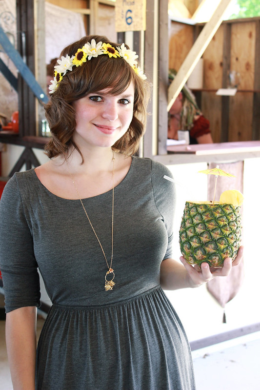 pineapple drink, drink out of a pineapple