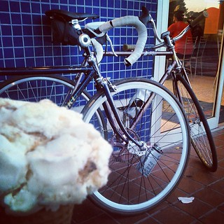 Ice cream and bikes!! Thanks for  great ride @radaction  #bikes #icecream #fixie #fixiegirls