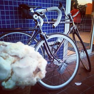 Ice cream and bikes!! Thanks for  great ride @radaction  #bikes #icecream #fixie #fixiegirls