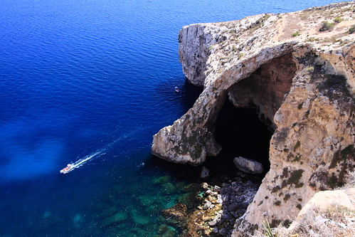 trip blue sea summer cliff sunlight water outside outdoors island eos coast boat europa europe mediterranean rocky eu malta shades tourist grotto cave maltese europeanunion promontory crag bluegrotto canonefs1022mmf3545usm unióneuropea knightsofmalta canoneos50d cavernssouth iżżurrieq markaveritt grandmastersoftheknightsofmalta tahtilhnejjasea maltawied
