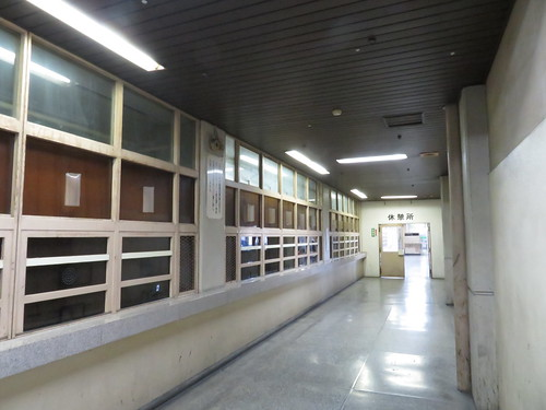 佐賀競馬場の休憩所前の廊下