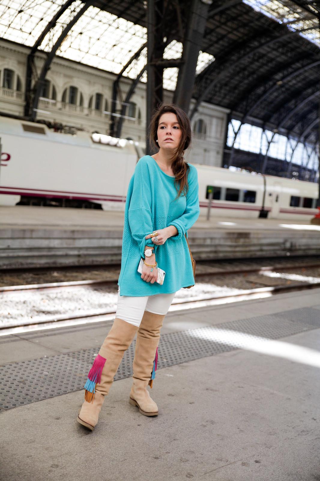 09_como_combinar_la_ropa_verde_turquesa_ideas_look_street_style_theguestgirl_ruga_boots_fringes_barcelona_influencer_top_blogger