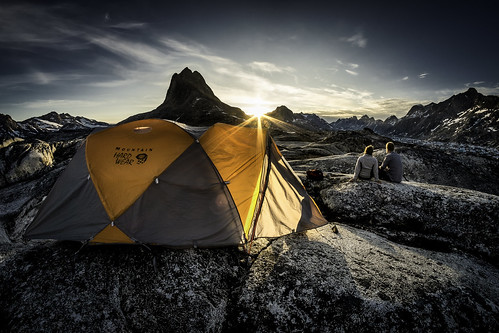 sunset camp landscape hiking tent arctic adventure commercial greenland inuit eastgreenland ammassalik greenlander sermersooq visitgreenland bymadspihl pioneeringpeople destinationeastgreenland limitedcommerciallicense begrænsetkommerciellicens