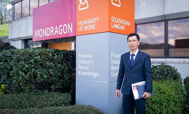 Director de la delegacion den MONDRAGON en Vietnam