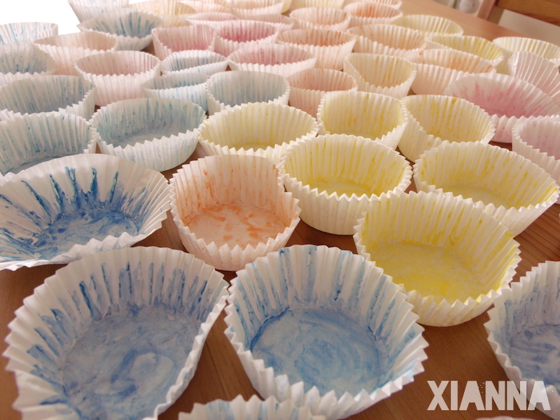 Paper molds for cupcakes