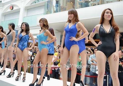 Shiny nude ladies pantyhose