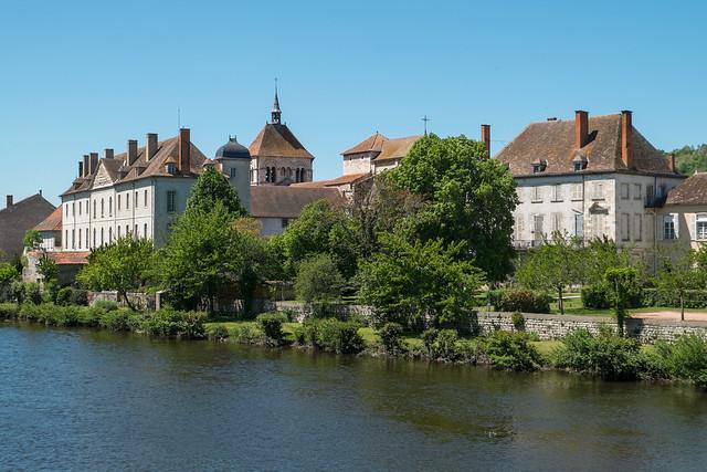 Ébreuil au bord de la Sioule (Allier, France)