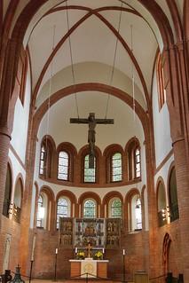 Kirche: Holzkreuz (um 1240) in der Vierung
