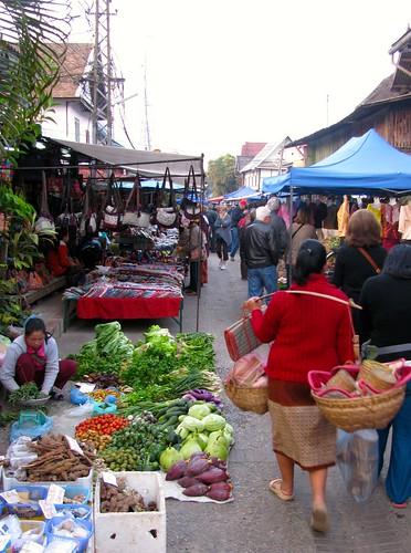 Paseo en Mercado de Abastos de Luang Prabang