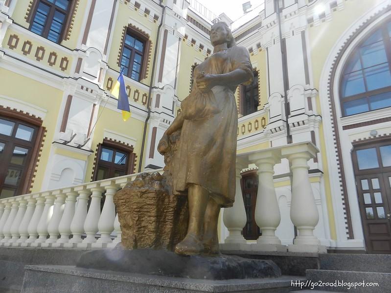 Центральный вход на вокзал Казятина