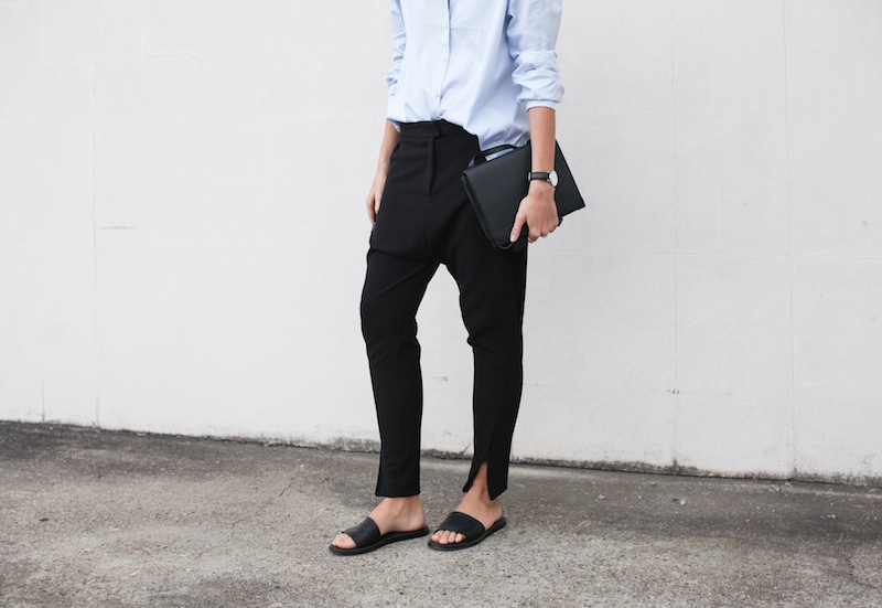 modern legacy blog kaity street style off duty minimalist man style shirt ankle zip pants Camilla and Marc slide sandals Common Projects Alexander Wang Prisma envelope clutch black blue (4 of 7)