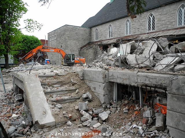 Eglise Notre-Dame-de-la-Paix demolition (Thursday/Jeudi) 19