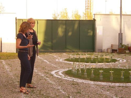 "Tiziana Ricci davanti ""Zen City Garden"" by Ylbert Durishti"